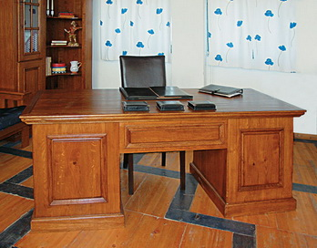 Birou Castle Office