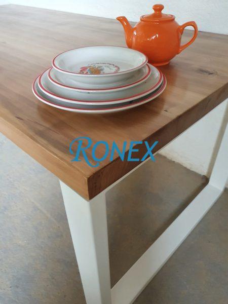 Masă Stil Industrial - blat lemn masiv gros 60 mm, picioare metalice.
